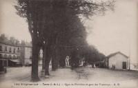 Saint Cyr sur Loire - Quai de Portillon et gare des tramways.