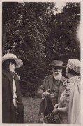 Saint Cyr sur Loire - La Béchellerie - De gauche à droite, Suzanne Lion, Anatole France et madame Michel Corday - Photographie originale, 16 juillet 1922.