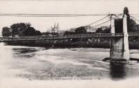 Saint Cyr sur Loire - Tours - Le pont Saint-Cyr et la cathédrale.