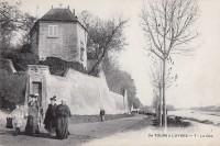 Saint Cyr sur Loire - Le Coq .