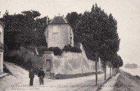 Saint Cyr sur Loire - Le Coq, route nationale d'Angers à Briare.