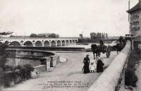 Saint Cyr sur Loire - Le pont du Chemin de Fer sur la Loire et sur la route de Tours à Langeais.