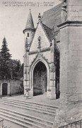 Saint Cyr sur Loire - Porche latéral de l'église.