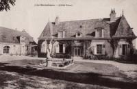 Saint Cyr sur Loire - La Béchellerie - Habitation d'Anatole France - Album Souvenir - 2 - Côté cour.