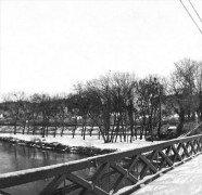 Saint Cyr sur Loire - Photo stéréoscopique sur plaque de verre (10,5 x 4,5 cm) - Hiver 1918 - Pont de fil - 8 janvier 1918 - Détail (4 x 4 cm).