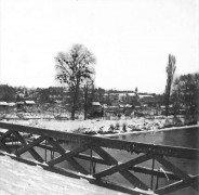 Saint Cyr sur Loire - Photo stéréoscopique sur plaque de verre (10,5 x 4,5 cm) - La neige sur le pont de fil de St-Cyr - 8 janvier 1918 - Détail (4 x 4 cm).