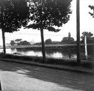 Saint Cyr sur Loire - Photo stéréoscopique sur plaque de verre (10,5 x 4,5 cm) - Le pont Bonaparte - Détail (4 x 4 cm).