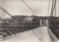 Saint Cyr sur Loire - Le coteau et la Villa Sainte-Marie, vue du pont Bonaparte dit pont de Fil - Photographie ancienne (17,5 x 12,5 cm).