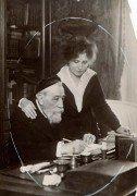 Saint Cyr sur Loire - Anatole France et sa femme Emma Laprévotte, à La Béchellerie - Photographie originale 1920 - 19,5 x 13,5 cm.