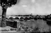 Saint Cyr sur Loire - Vue sur le pont de pierre et la ville de Tours.