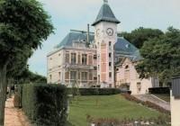 Saint Cyr sur Loire - Mairie et jardin de la piscine.